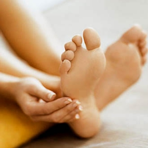 How To Prevent Cracked Heels Naturally