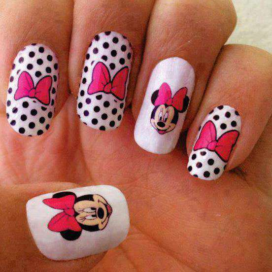 15 Dazzling Mickey Mouse Nail Art Designs