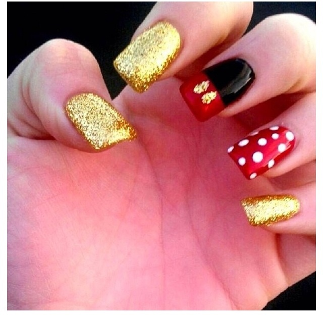 15 Nail Art Designs That Look Better On Short Nails: 15 Dazzling Mickey Mouse Nail Art Designs