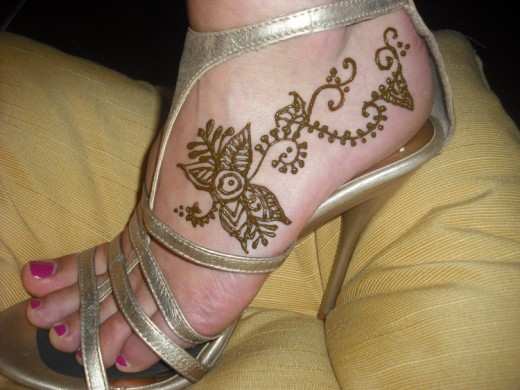Simple Foot Henna Design for Girls 2016