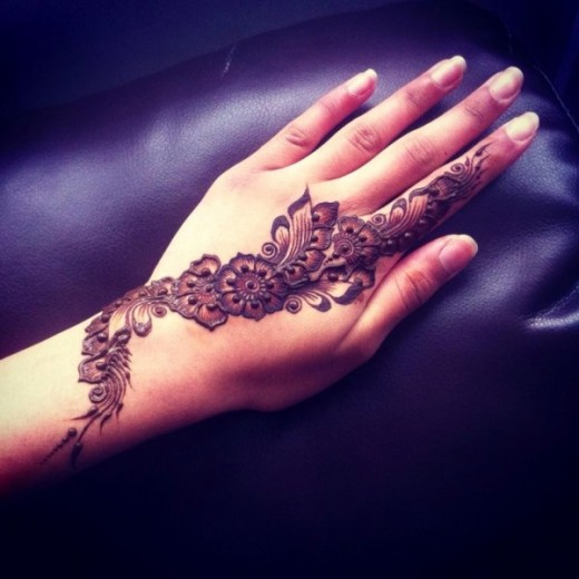 Simple Mehndi Designs of 2016 for Women