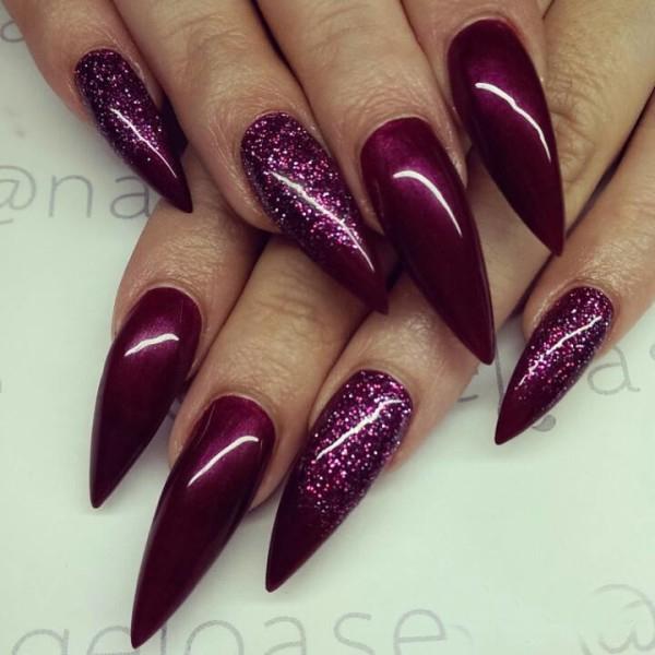 Дизайн острых ногтей в красном цвете