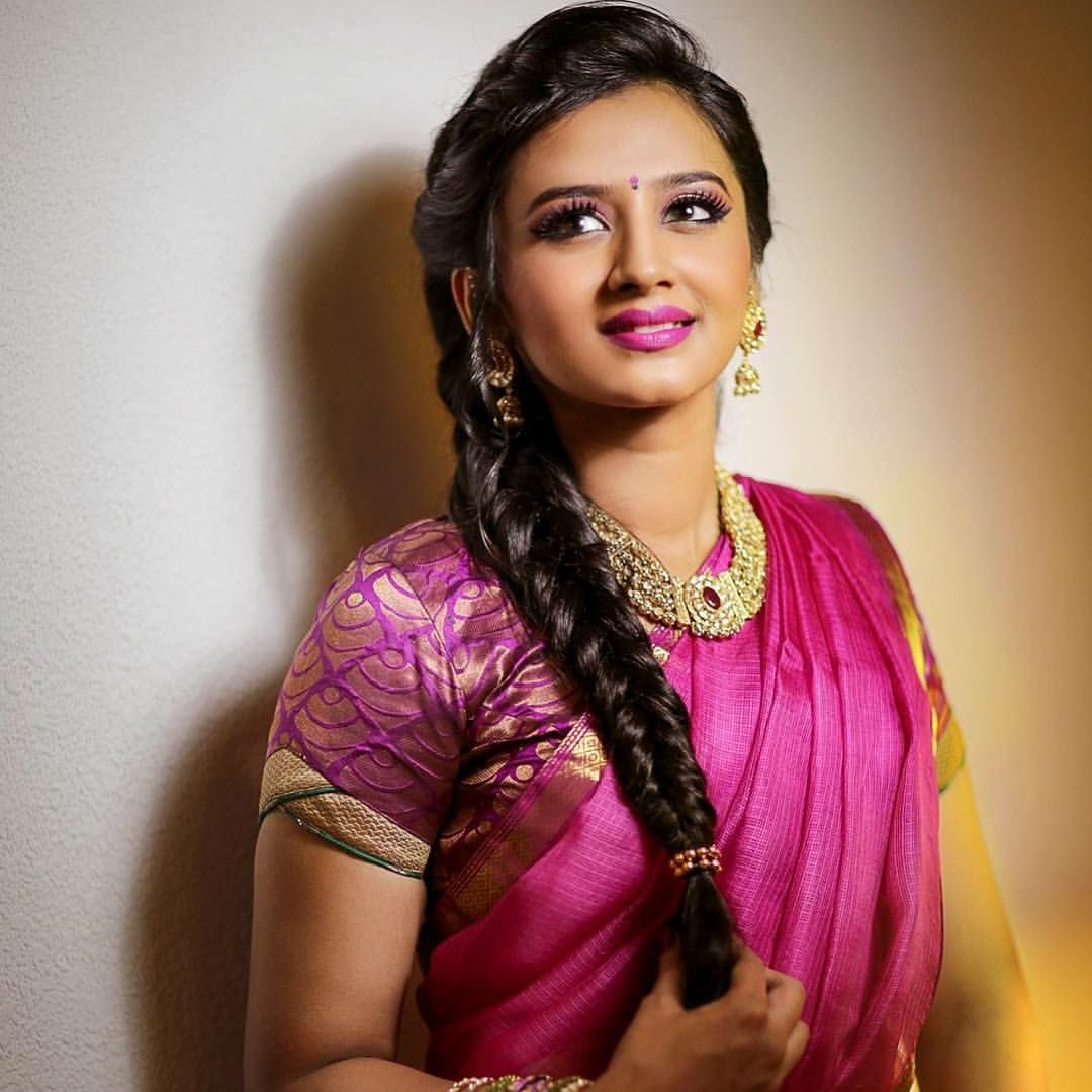 complement your saree with divine hairstyles - yusrablog