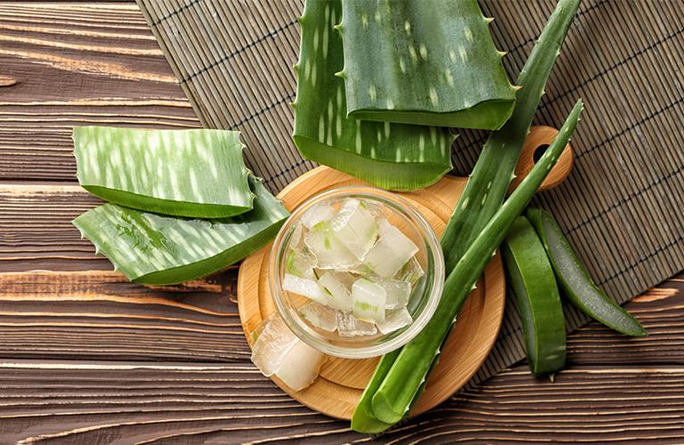 Natural Hair Care With Aloe Vera - YusraBlog.com